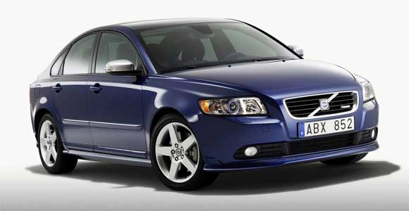 volvos40 2 How does the 2011 Volvo S40 shape up?